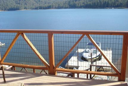 Yosemite Mountain Lakefront Getaway