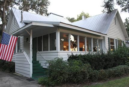 1920s Lake Cottage with Resort Amenities - Yalaha, Florida