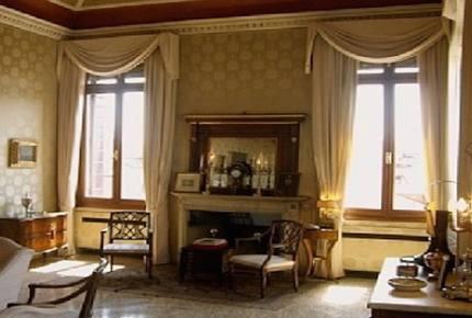 Grand Venetian Palazzo near Rialto Bridge