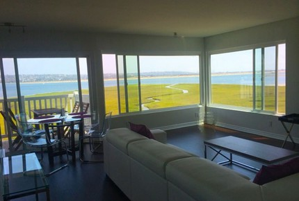 Crown Point Condo- Pacific Beach