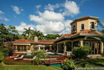 Suenos Pacificos as featured in International Luxury Homes Magazine