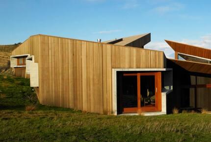 New Zealand Lake House