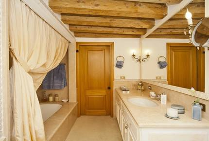 Residenza San Marco 1 - Stylish 3-bed apartment in central Venice with amazing views - Venice, Italy