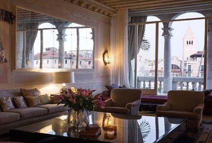 Luxury 5-bed Apartment on The Grand Canal