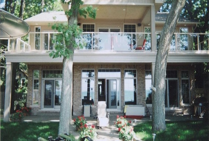 Luxury Home on the Sunny Shores of Lake Erie - PORT COLBORNE, Canada
