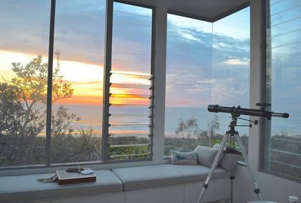Castaways Beach Noosa Coastal Retreat - Blue Dog Beach House - Castaways Beach, Noosa, Australia
