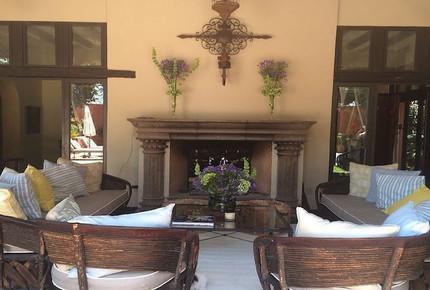 Villa Overlooking La Parroquia