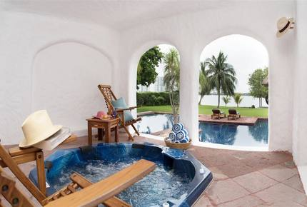 Villa Alux, waterfront pool mansion in Zona Hotelera - Cancun, Mexico