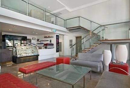 Broadbeach Luxury Villa at Freshwater Point Resort - Broadbeach Waters, Australia