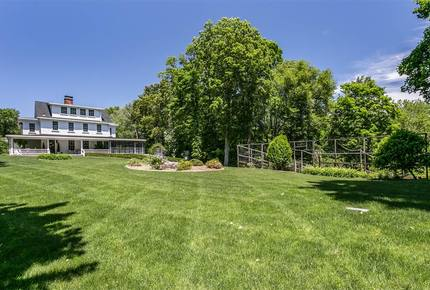 Madison Connecticut Estate - Walking Distance to the Shore!