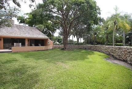 Villa Chloe Lakeview