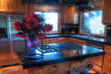 North Lake Tahoe Roost with private majestic view, hot tub and dock