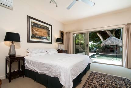 Castaway on Oak Beach - Oak Beach, Australia