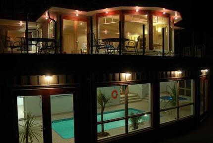 Mayne Island Luxury Cottage - Mayne Island, Canada