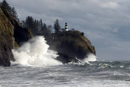CURATED AQUATIC VOYAGES - Lewis & Clark Cruise Expedition, Oregon to Washington