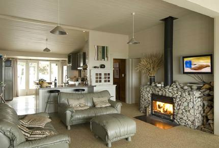 Remote Luxury in a Seafront Playground - Waimarama Beach, New Zealand