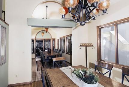 Red Rocks Mountain Lodge - Denver Foothills - Indian Hills, Colorado