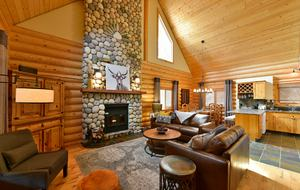 Luxury Log Cabin in the Mountains of British Columbia - Kimberley, Canada
