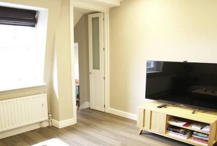 2 Bedroom Apartment Centrally Located in Portobello