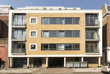 London: Chelsea, Drayton Gardens Flat