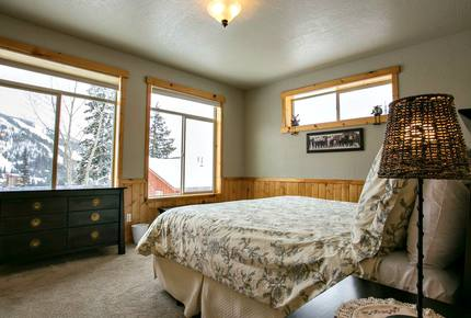 Schweitzer Mountain Ski-In/Ski-Out Chalet - Sandpoint, Idaho