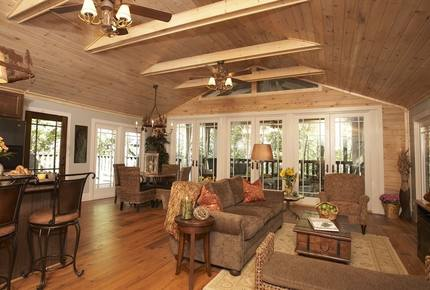 Lake Lanier Cozy Retreat - Quick Drive from Atlanta!