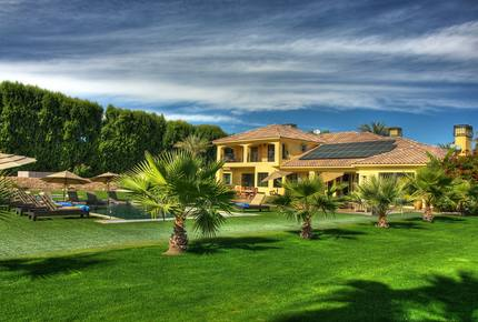 Oasis in the Desert near Tennis, Golf and Festivals