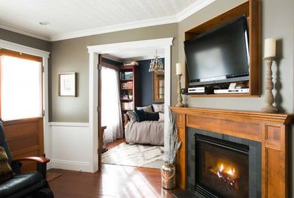 Luxury Boutique Cottage at top of Main Street