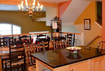 Spacious Stratton Townhouse - Walkable to Village - Stratton, Vermont
