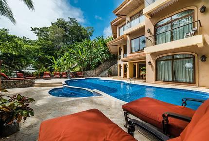Oceanfront tropical palace at Palacio Tropical
