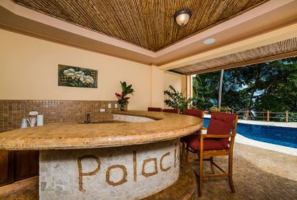 Oceanfront tropical palace at Palacio Tropical