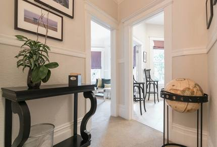Sophisticated Victorian Flat Between Castro & Mission Dolores