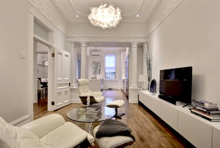 Luxurious Montreal Flat Facing Lafontaine Park