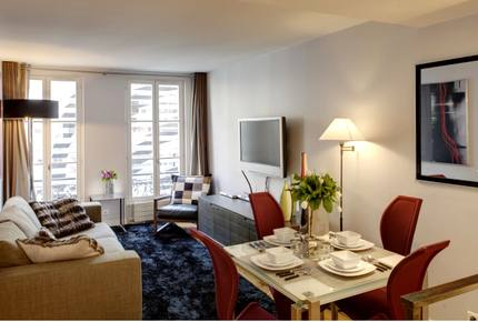 Elegant apartment on Avenue Montaigne