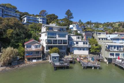 Waterfront Apartment: A Ferry Away From San Francisco!