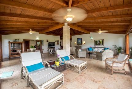 Tres Palmas Villa with gorgeous golf, lake & ocean horizon views