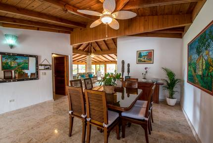 Tres Palmas Villa with gorgeous golf, lake & ocean horizon views