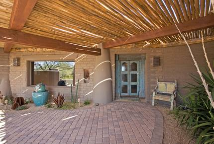 Cover Home of Phoenix and Garden in the Exclusive Boulders