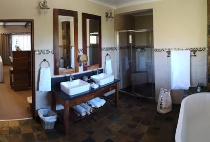 A One Bedroom Suite at Tigress Julie Lodge - Philippolis, South Africa