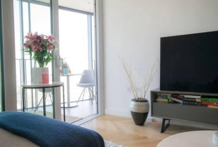 Stylish London 25th Floor Apartment - London, United Kingdom