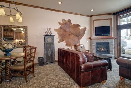 Big Sky Mountain Village Residence - Ski-In/Ski-Out