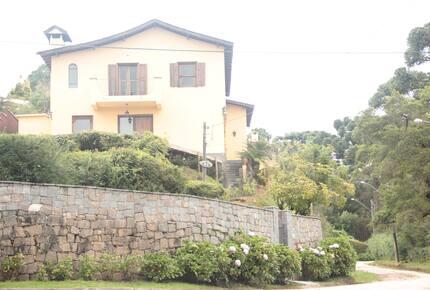 Casa Neuza - Campos do Jordão - Campos do Jordão, Brazil