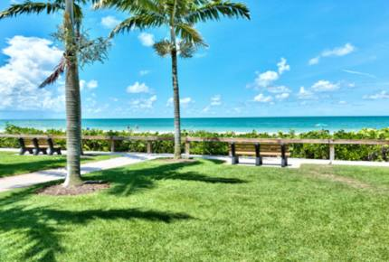 Le Monaco Vacation Retreat - Located on the highly desired 5th Avenue in Naples!