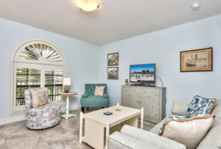 Le Monaco Vacation Retreat - Located on the highly desired 5th Avenue in Naples! - Naples, Florida