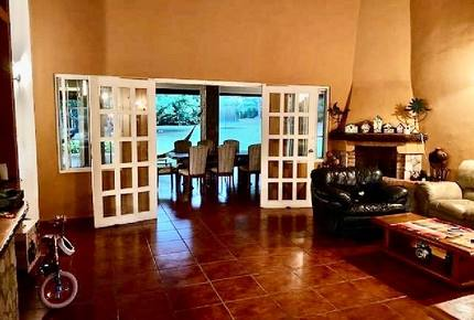 El Valle de Anton Home and Guest House - Rainforest, Beaches, Golf, and Hiking nearby!