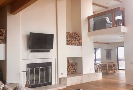 Mammoth Lakes Modern Luxury Home - Steps from the main chair lift!