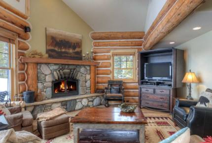 Mountainside Ski-in/Ski-out Luxury Cabin