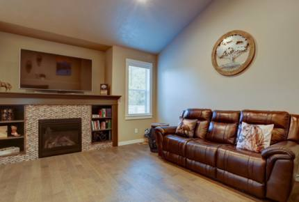 Sunriver Home with Rec Passes -- Perfect for Ski and Sun! Close to Mt Bachelor!