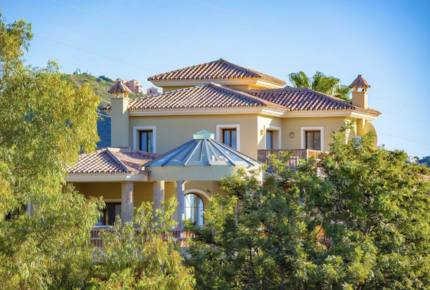 Modern Marbella Villa, ideally located