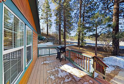 Mountain Marvel with Private Hot Tub, Walk to Lake